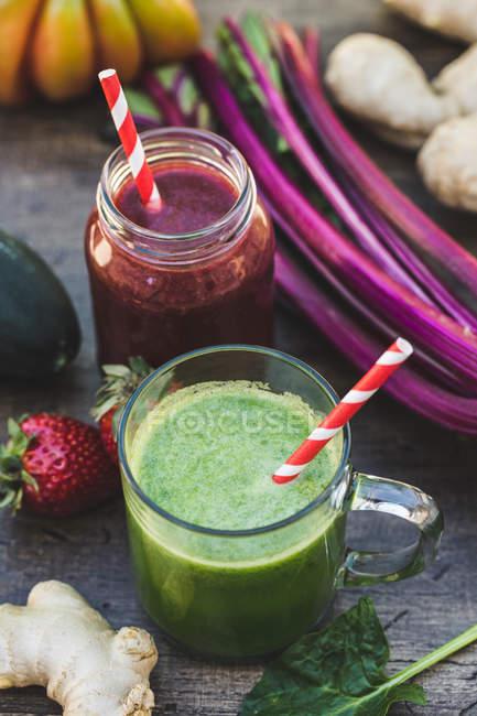 Smoothies saudáveis recém-misturados — Fotografia de Stock