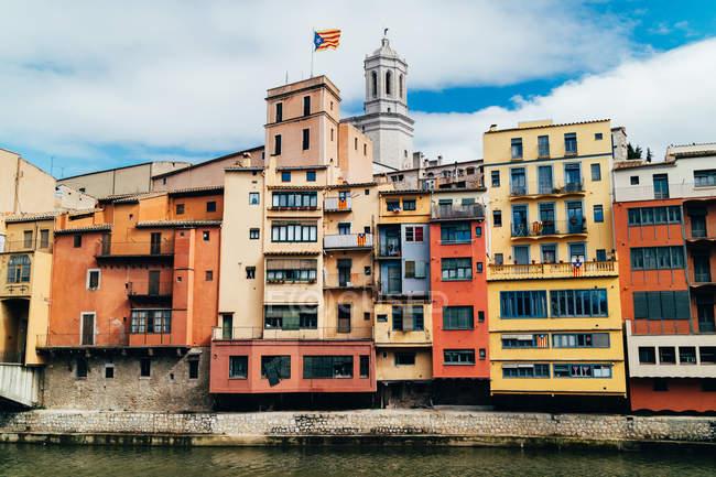 Casas Coloridas en Girona - foto de stock