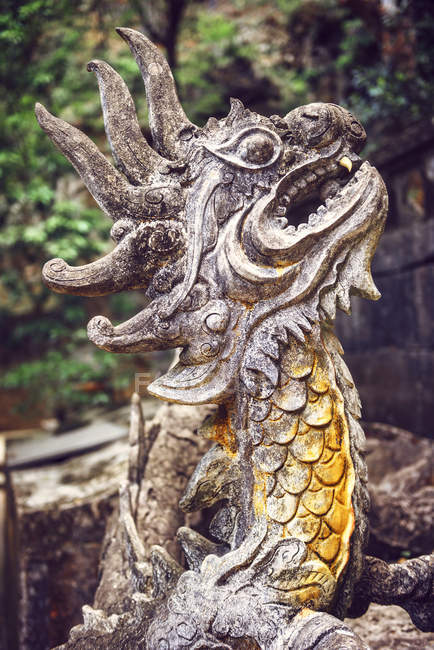 Stone dragon in temple — Stock Photo