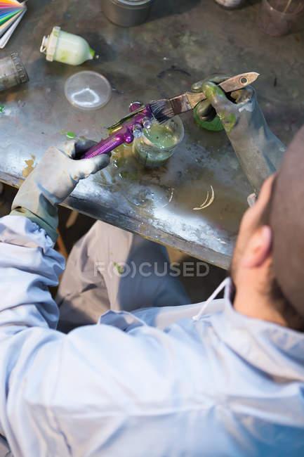 Handwerker bemalt Fahrrad Detail — Stockfoto