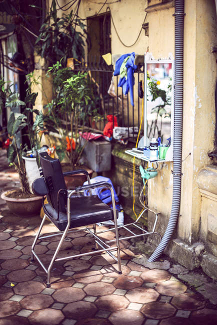 Street Hairdressing stall in Hanoi — Stock Photo