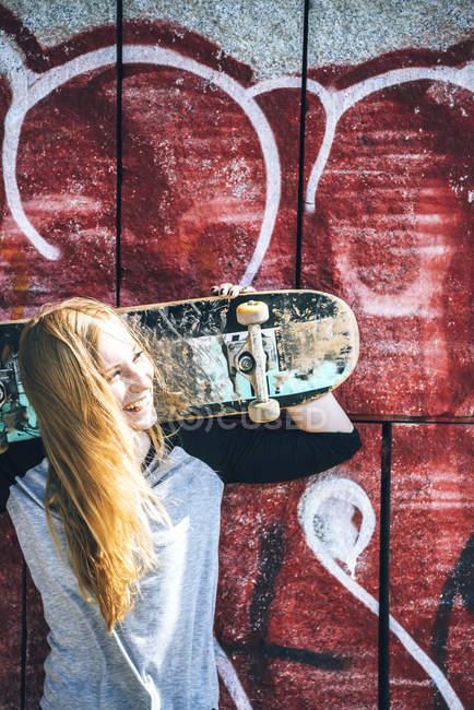 Cool skateboard woman at a public graffiti park — Stock Photo