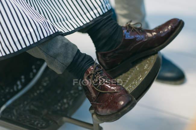 Cliente sentado na barbearia — Fotografia de Stock