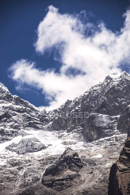 Bella montagna innevata — Foto stock