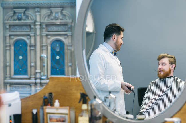 Современные парикмахерские процесс — стоковое фото