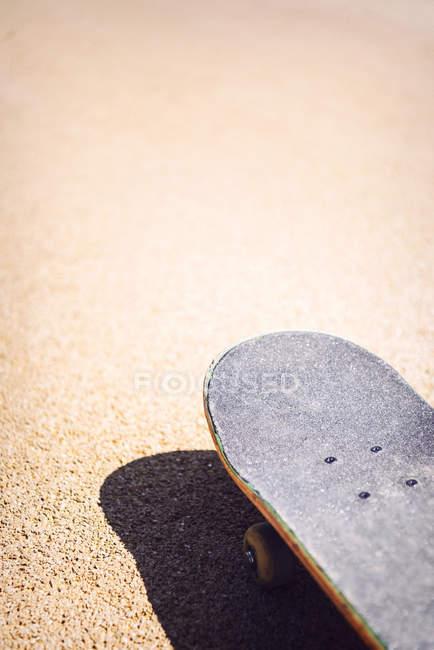 Alte gebrauchte skateboard — Stockfoto