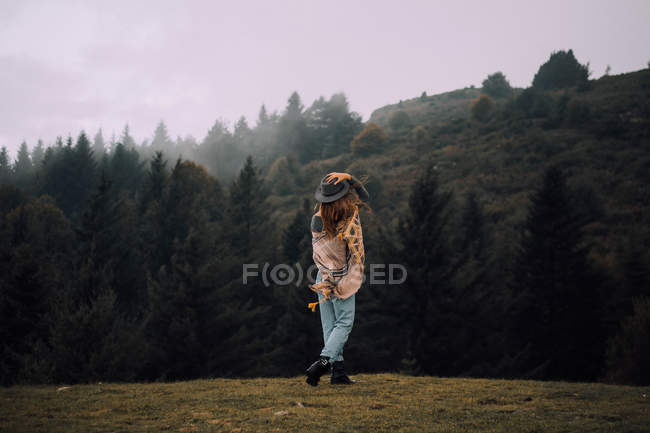 Girl against foggy mountain forest — Stock Photo