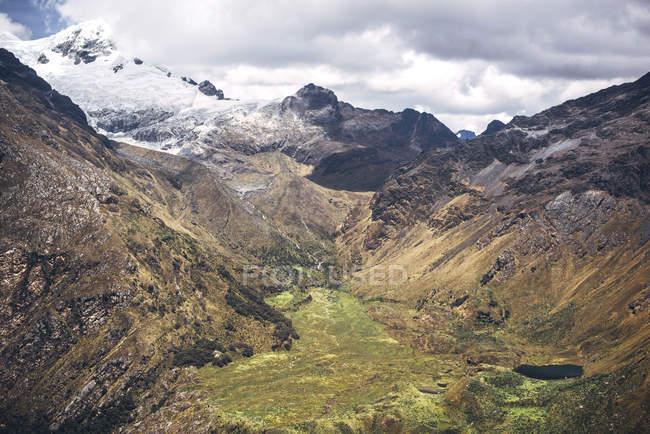 Belo vale em Huaraz — Fotografia de Stock