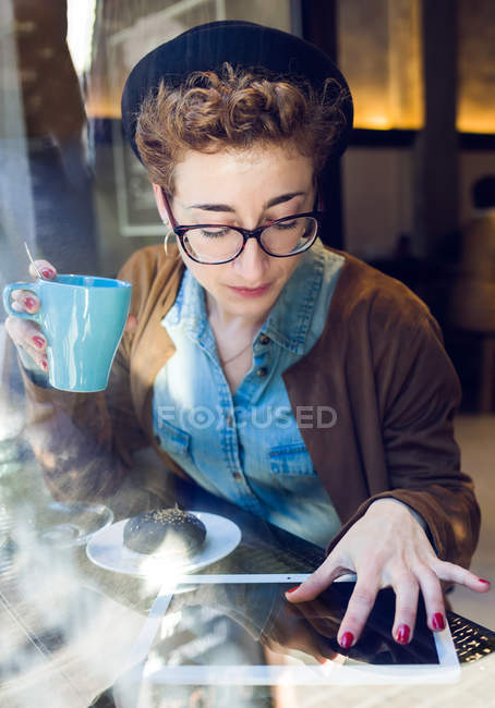 Young beautiful woman in cafe — Stock Photo