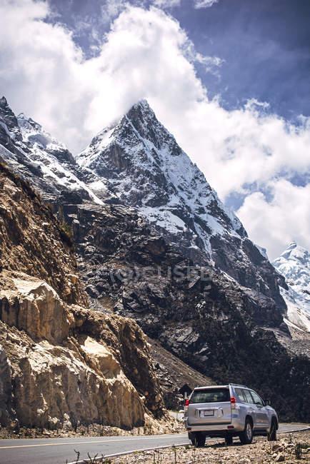 Montanhas nevadas bautiful em Huaraz — Fotografia de Stock