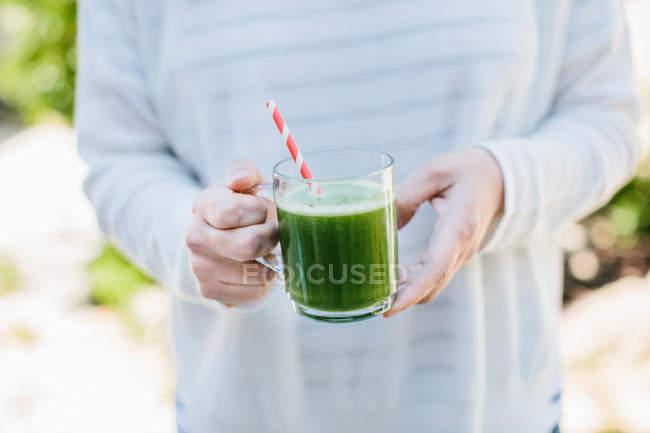 Verre de jus de légumes — Photo de stock