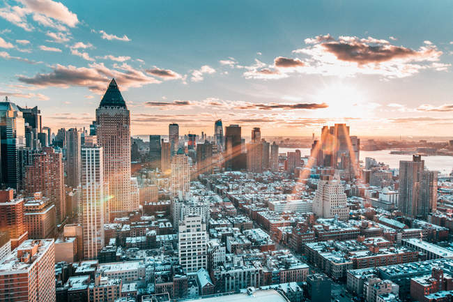 Winter sun beams over New York — Stock Photo