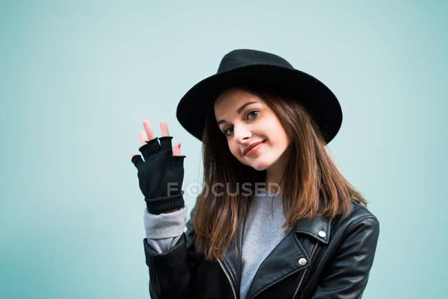 Frau mit Hut — Stockfoto