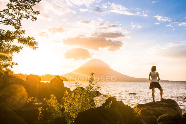 Anonymous person on tropical shore — Stock Photo
