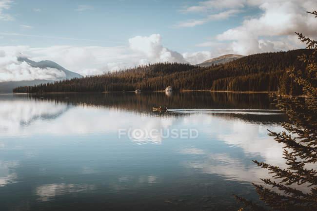 Озеро Maligne, Альберта, Канада — стокове фото