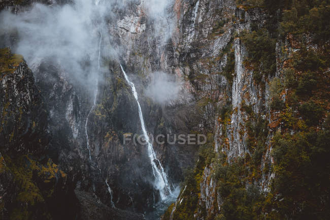 Waterfall in rocky cliff. — Stock Photo