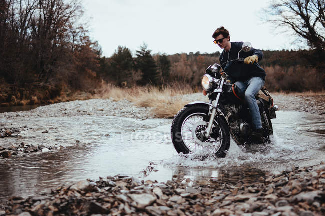 Motorcyclist riding in rocks — Stock Photo