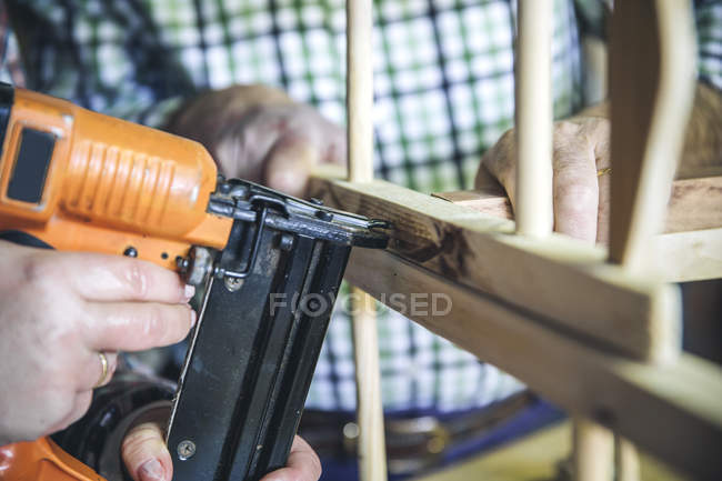 Crop hand using electric fret saw at workshop — Stock Photo
