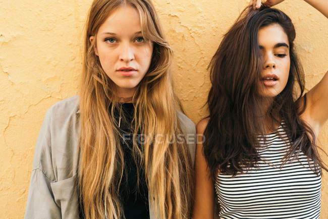 Pretty young girlfriends — Stock Photo