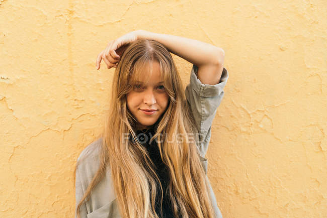 Pretty young girl — Stock Photo