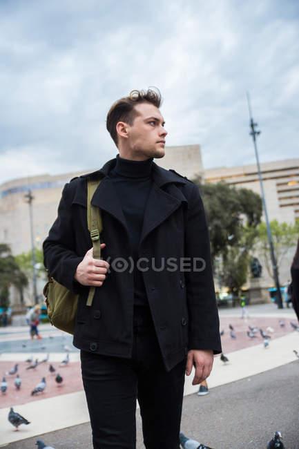 Male tourist wearing black — Stock Photo