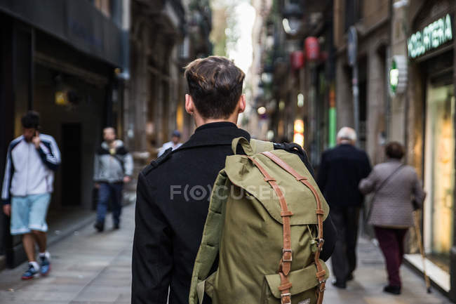 Back view of male tourist in city — Stock Photo