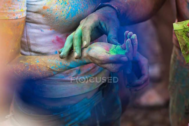 Male arm put color pigment on female arm — Stock Photo