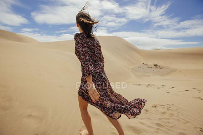 Romantic girl in desert — Stock Photo
