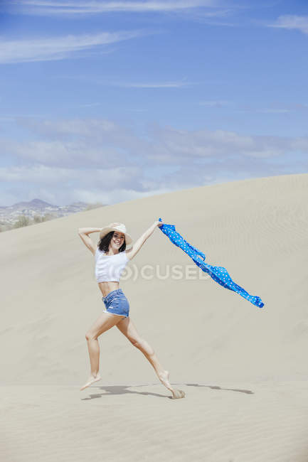 Young fit woman on sands — Stock Photo