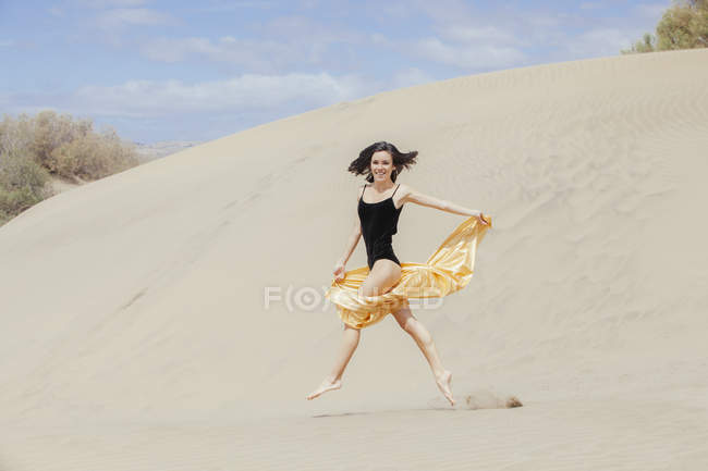 Sensual woman in dunes — Stock Photo