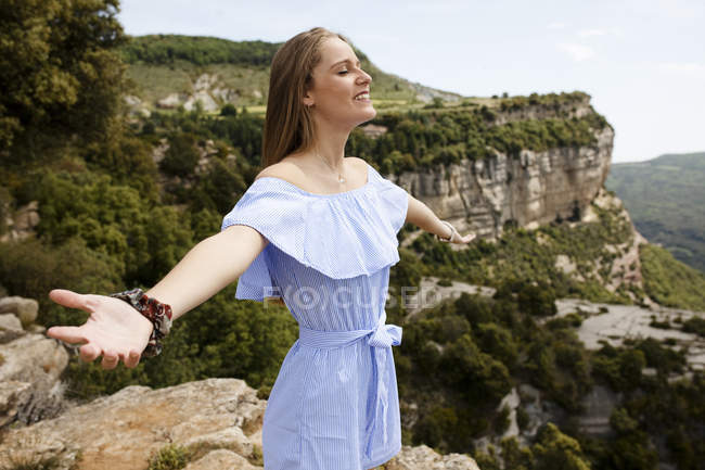 Young woman on beautiful view — Stock Photo
