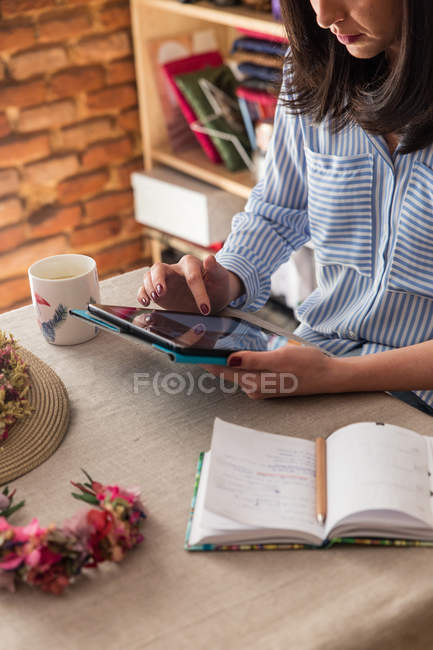 Woman working in workshop — Stock Photo