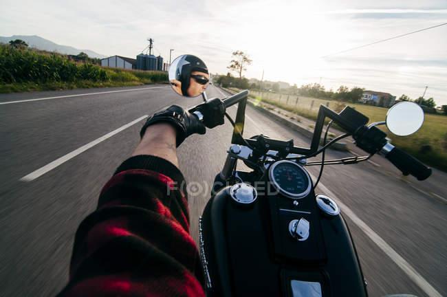 Mann Reiten Motorrad — Stockfoto
