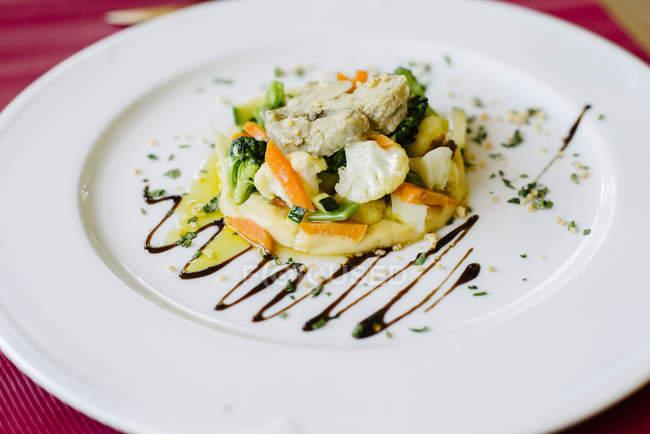 Gourmet-Gericht auf Teller — Stockfoto