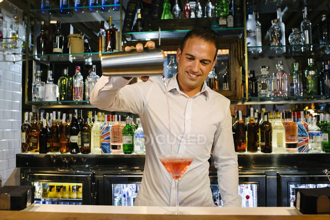 Bartender pouring cocktail — Stock Photo