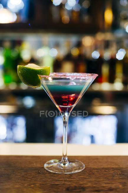 Cocktail an der Theke. — Stockfoto