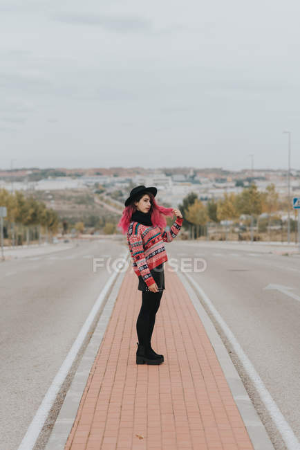 Girl with pink hair posing at urban roadway — Stock Photo