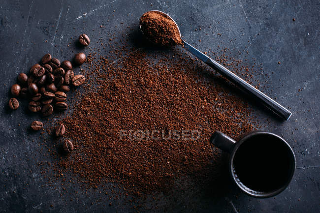 Coffee beans and ground coffee on dark — Stock Photo