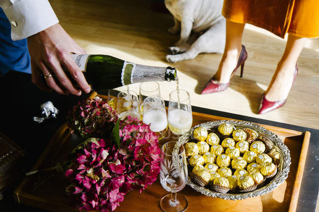 Person pouring champagne — Stock Photo
