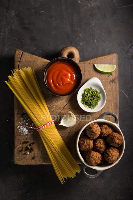 Ingredients for spaghetti with meatballs — Stock Photo