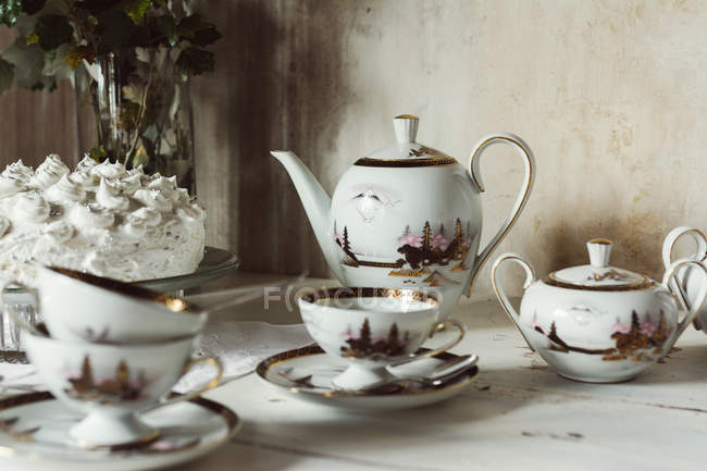 Vintage tableware, ready for tea party — Stock Photo