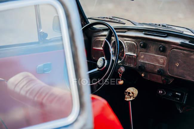 Banco do condutor com alavanca de transmissão manivela craniana — Fotografia de Stock