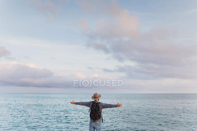 Man genießt Meerblick — Stockfoto