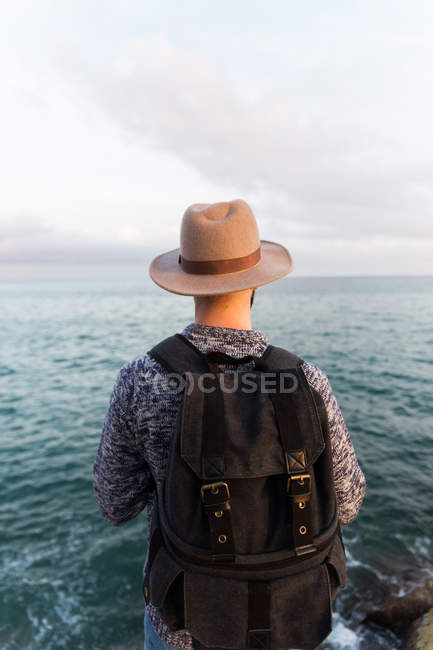 Vista traseira do macho no mar — Fotografia de Stock