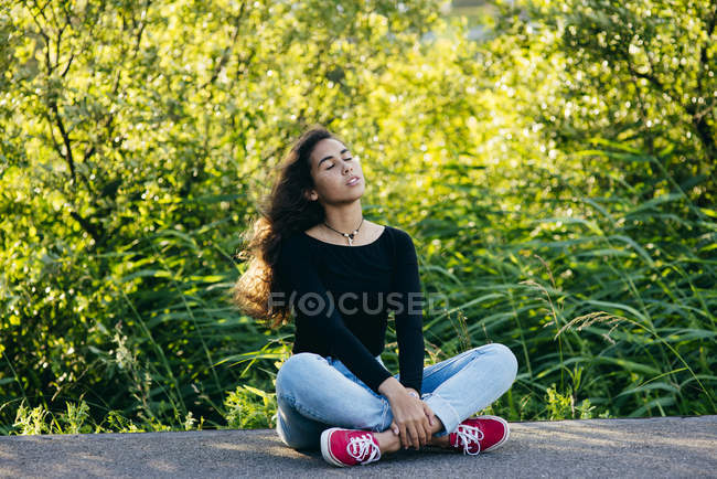 Smiling girl posing on ground — Stock Photo