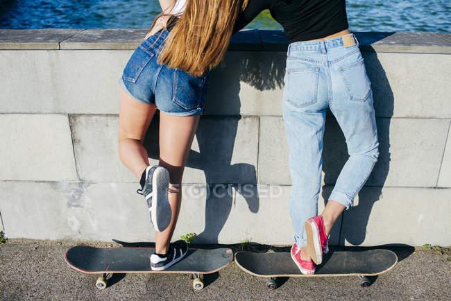 Back view of girls on skates — Stock Photo