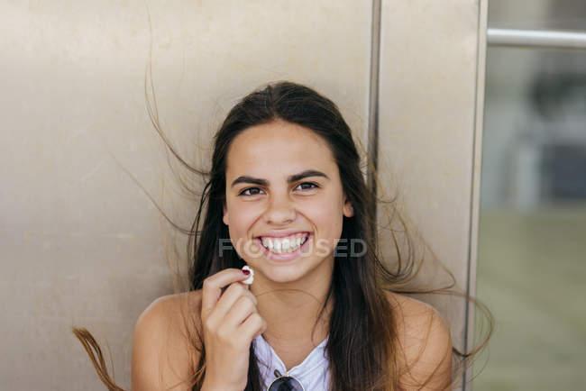 Cheerful girl posing with popcorn — Stock Photo