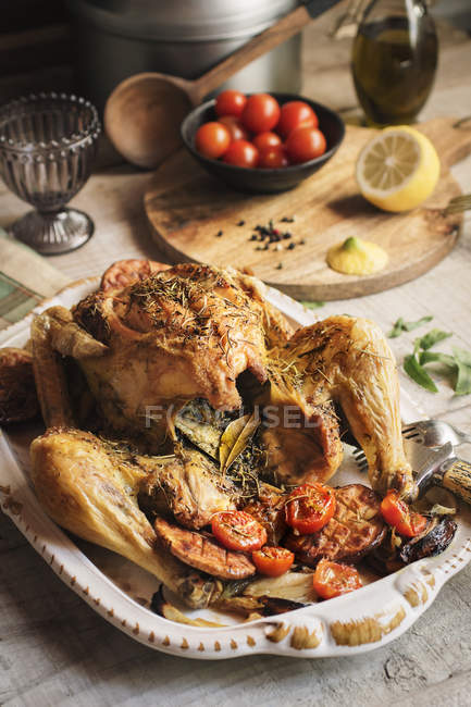 Roasted chicken with grilled potatoes — Stock Photo