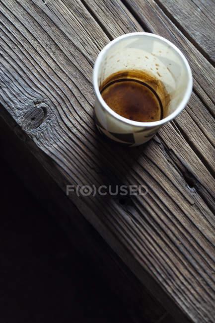 Одноразовая чашка с кофе — стоковое фото
