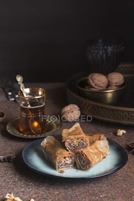 Baklava turca con tè — Foto stock